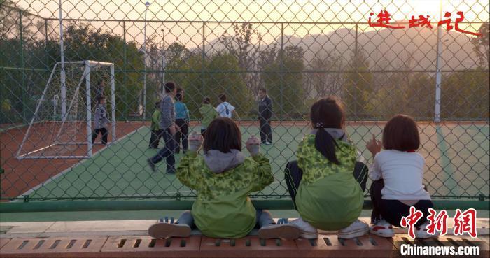 以积极向上为原则 纪录电影《进城记》在京首映